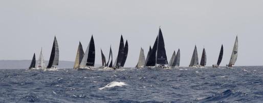 Vista general de la tercera jornada de la 38 edición de la Copa del Rey Mapfre de Vela, este miércoles en aguas de la bahía de Palma.