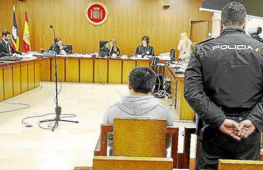 El acusado, durante el juicio celebrado en la Audiencia de Palma.