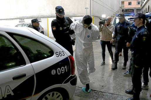 Rafa Pantoja, asesino de Sacramento Roca, entrando en los juzgados de Vía Alemania.