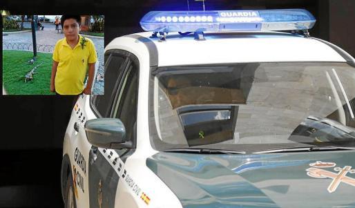 Pedro Alfonso A.Z, de 16 años, en el interior del vehículo de la Guardia Civil tras salir del Juzgado de Menores.