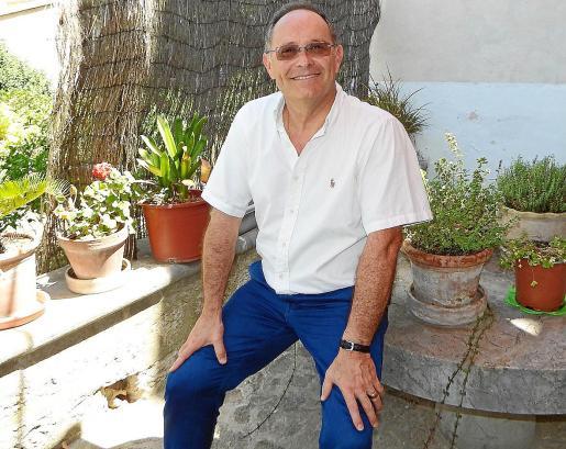 Marià Gastalver, este viernes en el jardín de la rectoría de Sóller, donde reside desde hace 11 años.