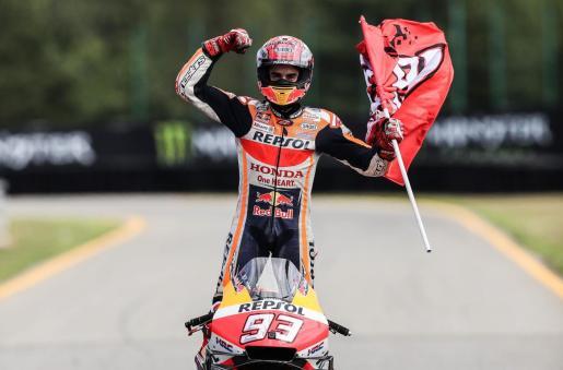 El español Marc Márquez, del equipo Repsol Honda, tras ganar el Gran Premio de la República Checa de MotoGP.