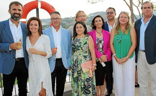 Bernat Llobera, Joana Nicolau, Carlos González, Carmina Gil, Dino Jaume, Coloma Tomás, Juan Carlos Enrique, Lucía Escribano y Ángel Latorre.