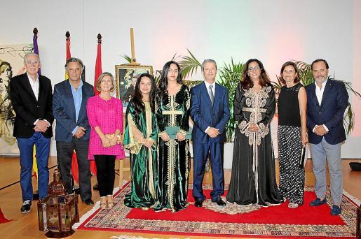 Pedro Comas, Miquel Serra, Margalida Pons, Oumaima y Yasmine El Alami, Driss El Alami, Nezha Attahar, Paula Serra y Koldo Alonso.