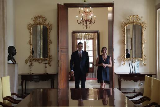 Francina Armengol durante la reunión con pedro Pedro Sánchez.