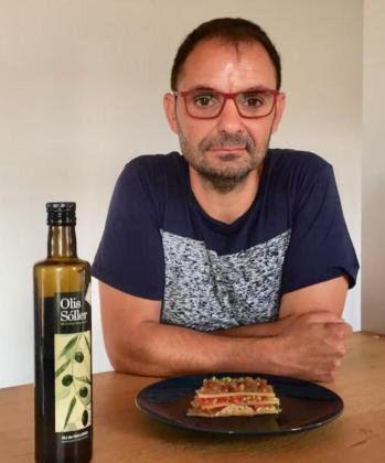 Llorenç Sansó presenta su receta: Lasaña de gelatina rellena de queso mahones y tartar de atún.