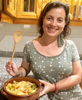María Ramos Ruíz presenta su receta: Sopas mallorquinas de verano con albaricoques.