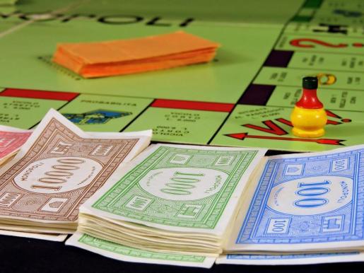 Los detenidos utilizaron un tipo de billetes que se utilizan como sistema de promoción publicitaria de un local de la zona en forma de billetes de Monopoly.