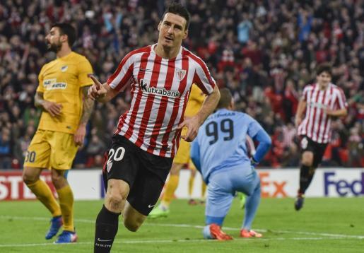 Imagen de archivo del delantero del Athletic de Bilbao marcando en un encuentro de la Liga Europa.