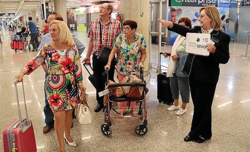 Los turistas de la tercera edad del Imserso llegan cada año a las Islas a mediados de octubre.