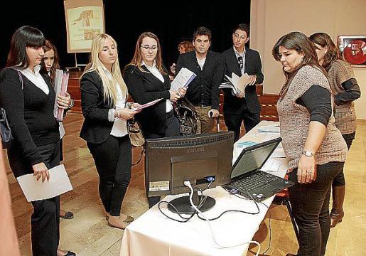 Representantes de las cadenas hoteleras que ayer presentaron su oferta en la Escola d'Hoteleria del Govern en la UIB.