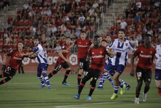 Un momento del partido disputado por el Mallorca ante el Levante en Son Moix.