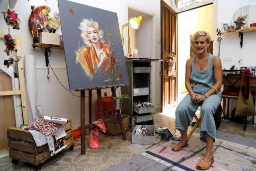 Carolina Adán, en su casa-taller de la Costa d'en Brossa, en Palma.
