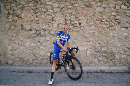 El ciclista 'artanenc' Enric Mas, sobre su bicicleta antes de iniciar un entrenamiento apenas unos días después de poner fin a su participación en el que fue su primer Tour de Francia.