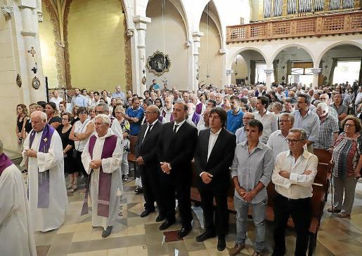 La iglesia de La Real se quedó pequeña para acoger a todos los asistentes al funeral de Toni Vallespir.