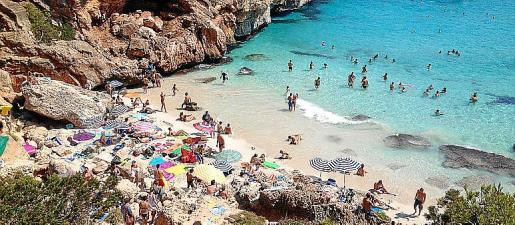 En esta playa de arena fina y blanca no hay hoteles, ni casas, ni restaurantes, solo naturaleza en estado puro.