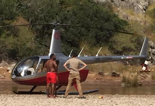 Imagen del helicóptero que aterrizó en una zona del Torrent de Pareis.