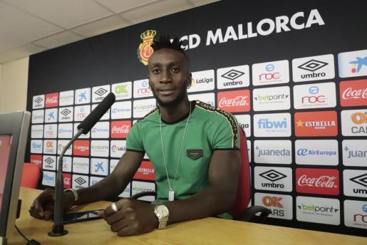 Lago Junior, futbolista del Real Mallorca, durante la rueda de prensa que ha ofrecido este miércoles en la ciudad deportiva Antonio Asensio.