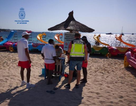 La empresa se dedica a la explotación de hamacas y velomares en la costa de Calvià.