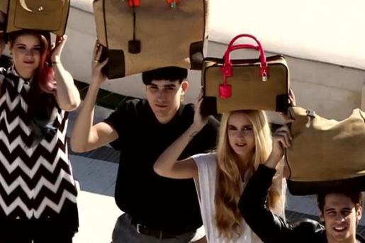 Fotograma del vídeo promocional de Loewe, que ha suscitado una gran polémica en Internet.