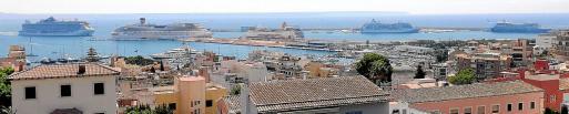 En 2018, durante un total de 12 días coincidieron en el puerto de Palma 5 cruceros, como en la imagen superior.