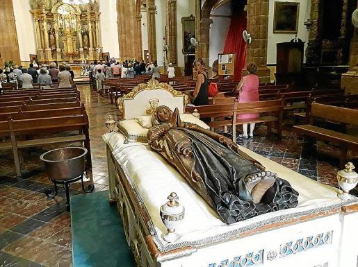 Imagen de la Mare de Déu Morta en la parroquia de Santa Maria la Major de Inca.