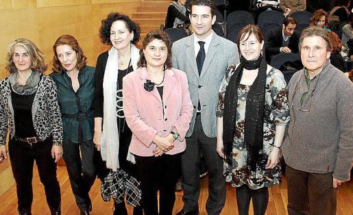 Piedad Solans, Maria Antònia de Castro, Pilar Ribal, Elvira Cámara, Fernando Gilet, Ana Ferriol y Ángel Pascual.