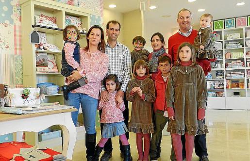 Cati Bennasar, Miguel Perelló, Mº Antonia Fullana y Juan Marqués, con sus hijos Maria, Fátima, Marina, Elena, Carlos, Fátima e Iria.