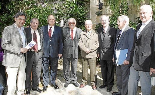 Miquel Serra, Miguel Vidal, Jaume Cladera, Pere A. Serra, Miquel Contestí, Simó Andreu, Josep Buades Costa y Damián Vich.