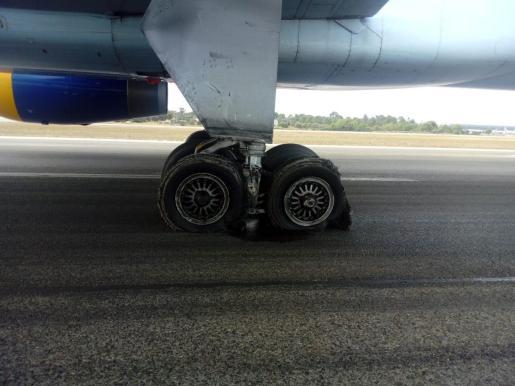 Así quedaron las ruedas del avión de Condor.