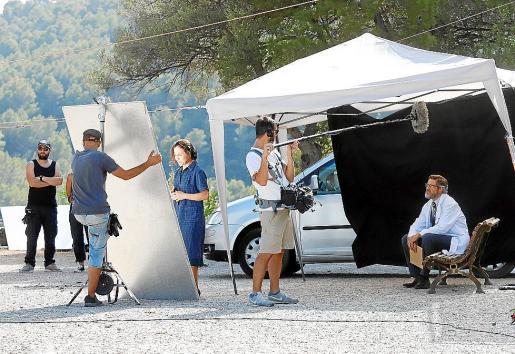 El equipo, en Mancor de la Vall, durante uno de los días de rodaje.