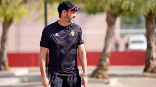 Vicente Moreno, entrenador del Real Mallorca, en la ciudad deportiva Antonio Asensio.
