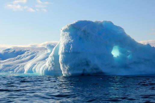 Groenlandia es una isla de 2 millones de kilómetros cuadrados cubierta de hielo y 56.000 habitantes, la mayoría inuits.