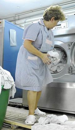 El reconocimiento de las dolencias más comunes de las camareras de pisos como enfermedad profesional es una de las demandas históricas de este colectivo que se logró a finales de agosto del pasado año.