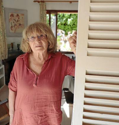 La reconocida escritora Antònia Vicens, en su casa en El Terreno.