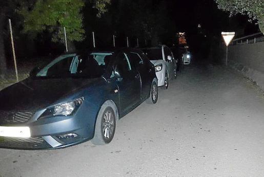 Coches mal aparcados dejaron atrapados a vecinos de Caimari.