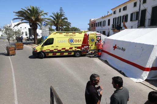 El personal sanitario atendiendo a los heridos.