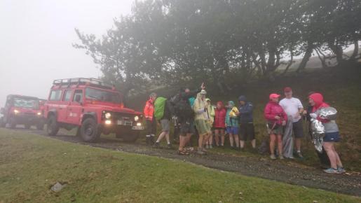 Imagen compartida por los bomberos navarros de un momento del rescate de los peregrinos.