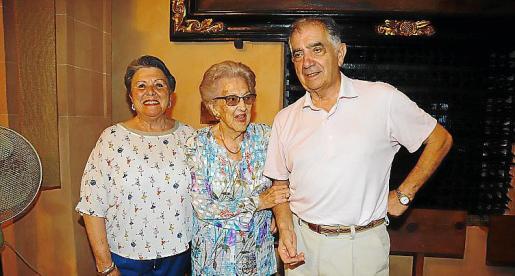 Margarita Pascual, Josefina Narváez y José Luis Macaya.