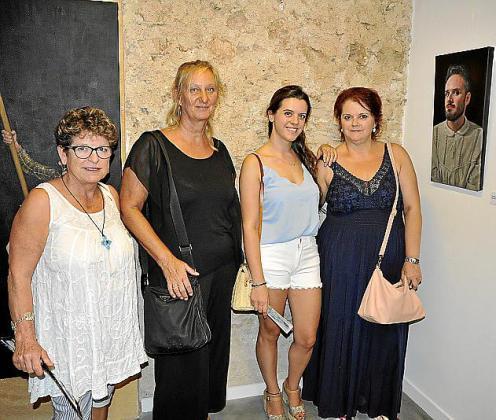 Lola Hayash, Doris Duschlebauer, Gina Ferragut y Gina Mayrata.