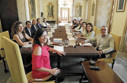 La propuesta de Armengol de ofrecer al Gobierno los puertos de Balears para el desembarco del 'Open Arms' cuenta con el apoyo de Més y de Podemos, aunque estos partidos han denunciado la tardía reacción de Pedro Sánchez.
