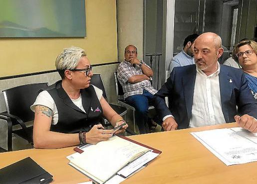 Sonia Vivas debate con el regidor de Vox Sergio Rodríguez.