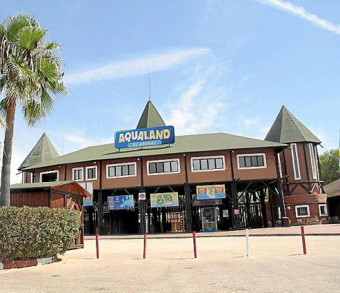 El parque acuático está situado en el Arenal.