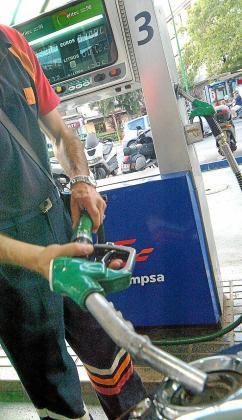 El ligero aumento del consumo de carburantes registrado en las Islas en el primer semestre del año no alcanza las cifras contabilizadas en el mismo período del año 2017.