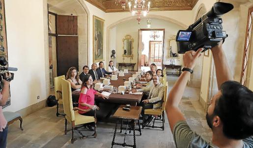 El Govern –la imagen corresponde a su primera reunión, el 5 de julio– había acordado 54 nombramientos antes de la pausa estival.