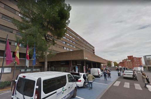 La niña tuvo que ser trasladada por helicóptero al hospital de Albacete, mientras que la abuela también fue llevada al mismo centro hospitalario con diversas contusiones de carácter leve.