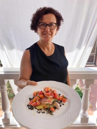 Raquel Díaz presenta su 'Cap Roig' con ensalada de tomate, hinojo marino y albahaca.