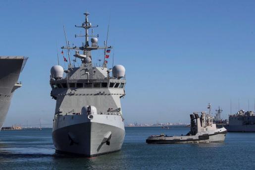 Vista del buque de la Armada española 'Audaz', que ha iniciado una travesía desde Rota (Cádiz) hacia la isla italiana de Lampedusa para hacerse «cargo de las personas acogidas» en el 'Open Arms'.