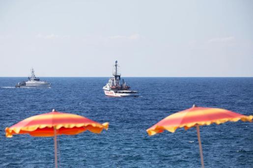 El 'Open Arms' ha sido imovilizado en el puerto de Lampedusa.