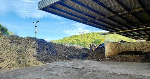 Imagen de una de los zonas de tratamiento de la planta de compostaje de la Costa de la Calma.